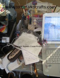 messy-desk-qs