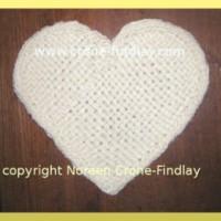 Video tutorial on how to weave a heart shape motif on the Martha Stewart Loom