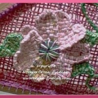 How to weave a flower on the heart loom