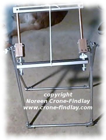 folding loom stand (c)