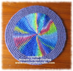 Peg Loom Circle with outside band (c)