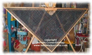 Triangle loom notched neckline shawl (c)
