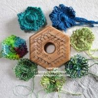 Hexagon Loom techniques- Flower motifs on the 2 inch hexagon loom