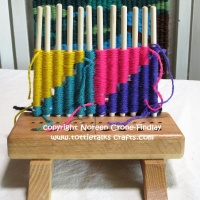 Peg Loom Weaving Techniques-How to work from a graph and make color joins