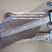 How to Make a Niddy Noddy from Cardboard to Wind Skeins