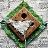 Tips for Weaving With Teabag Yarn on the Diagonal on Potholder Looms